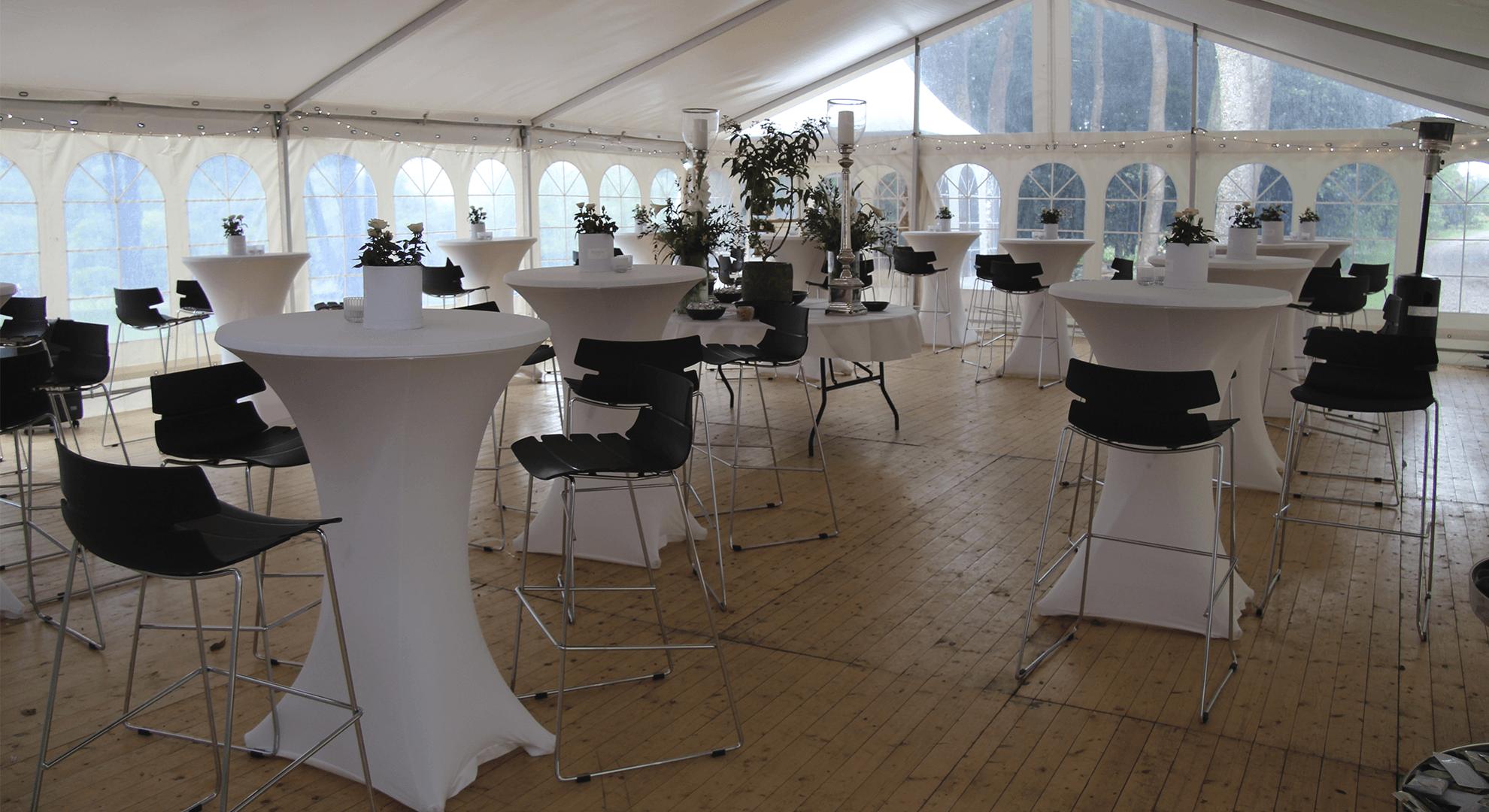lpungemøbler reception i telt galleri